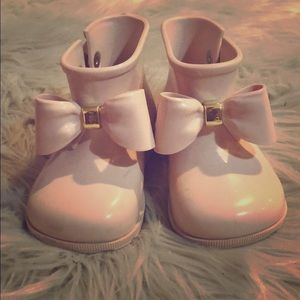 Mini Melissa pink bow water resistant booties